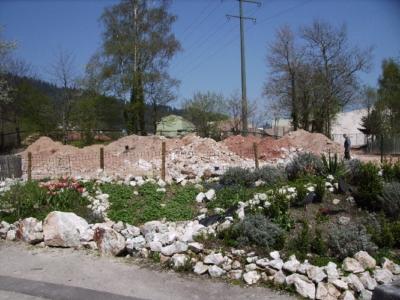 Mineralienhalde Grube Clara im April 2010