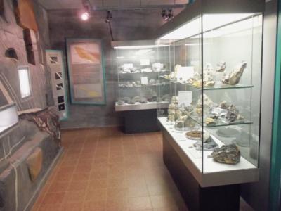 Der Museumsbereich mit Mineralienfunden des Bergbaus.