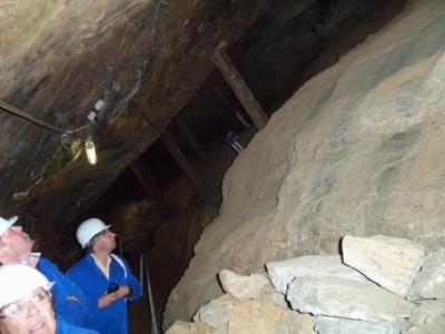 Nach der Einfahrt mit der Grubenbahn begann die Begehung der Grube.