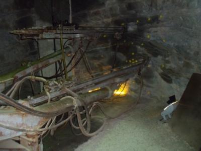 Bohrmaschine für Sprenglöcher live im Einsatz. Macht echt taub.