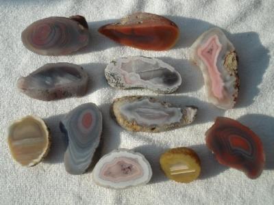 Schöner Mix von verschiedenen Achaten von Agate Creek