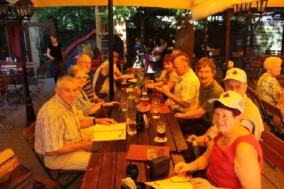 Nach der ganzen Rennerei schmeckt dann zur Freude aller ein tschechisches Bierchen vom Faß.