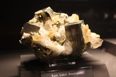 Pyrit, Calcit, Rauchquarz, Berezovskoe, Ural, Russland