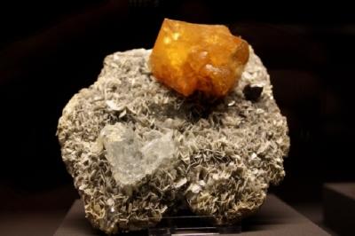 Scheelit, Goshenit, Cassiterit, Xuedaoding, Pingwu, Sichuan, China