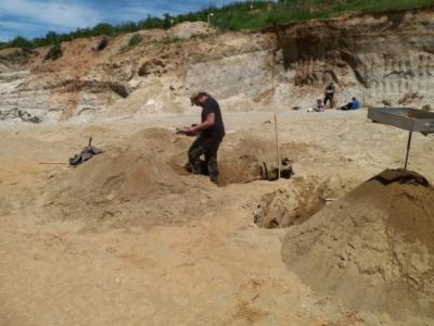 Achim bei mittlerweile angenehmen Temperaturen. Hier muß massenhaft Sand bewegt werden um ansprechende Funde zu erhalten