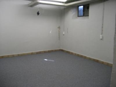 Nicht erschrecken. Ein erster Blick in unser neues Domizil. Ohne Teppichboden sah es hier noch rustikaler aus.