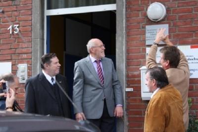 Die Herren wie vor mit Manfred Hermes und Thomas Noll, fasziniert ob der handwerklichen Fähigkeiten.